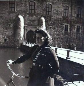 Aina utanför Vadstena Slott 1940